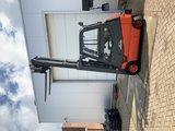 Heftruck met gesloten cabine  hefvermogen 2000 kg  met kantelaar _8