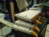 deze 2 fauteuils hebben we hergestoffeerd stof van Saum &viebahn_10