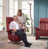 Deze relaxfauteuil  mat accu en handbedieing in de showroom_11