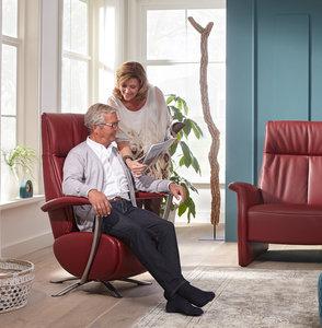 Deze relaxfauteuil  mat accu en handbedieing in de showroom