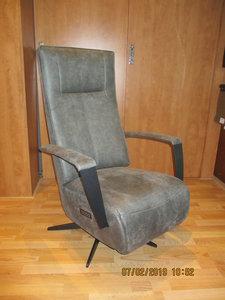 Relaxfauteuil op de foto is de kleinste maat 42 cm  is zithoogte