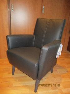 klein fauteuiltje  leder  zwart leder