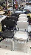 stoelen-her-gestoffeerd-in-een-kunst-leder-met-print