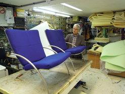 hergestoffeerde-fauteuils-met-meubelstof-van-Kvadrat