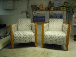 deze-2-fauteuils-hebben-we-hergestoffeerd-stof-van-Saum-&viebahn