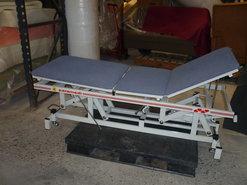 massage-tafel-met-handbediening--gemakkelijk-te-bedienen-met-de-voet-(gebruikt)